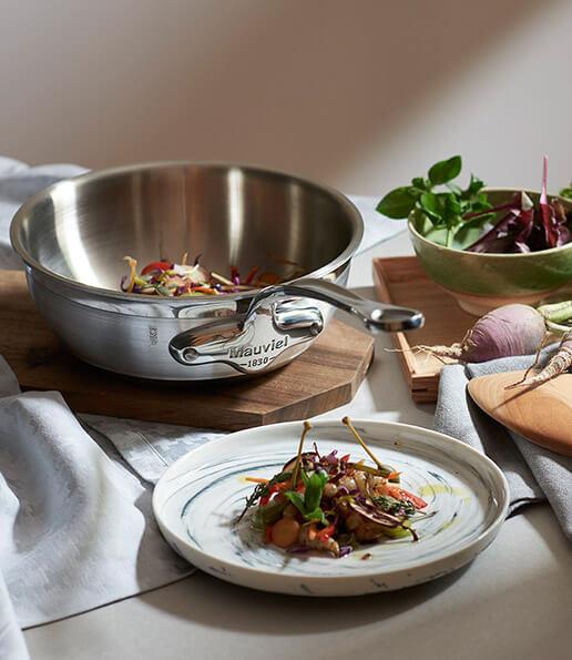 La collection CUISINE MODERNE, ou la rencontre de deux passionnés  de tradition culinaire.